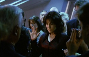 battlestar-galactica-miniseries-roslin-swearing-in-as-president 2